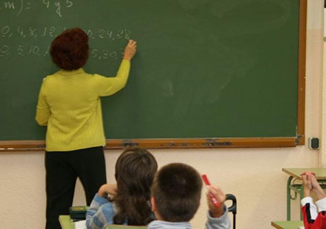 UGT EXIGE LA REVERSIÓN DE LOS RECORTES –  UGT reclama que la jornada lectiva sea normativa básica.
